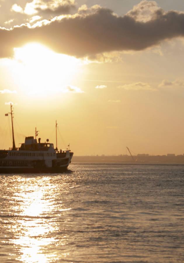 Largo Pétalo de Mar Resumen